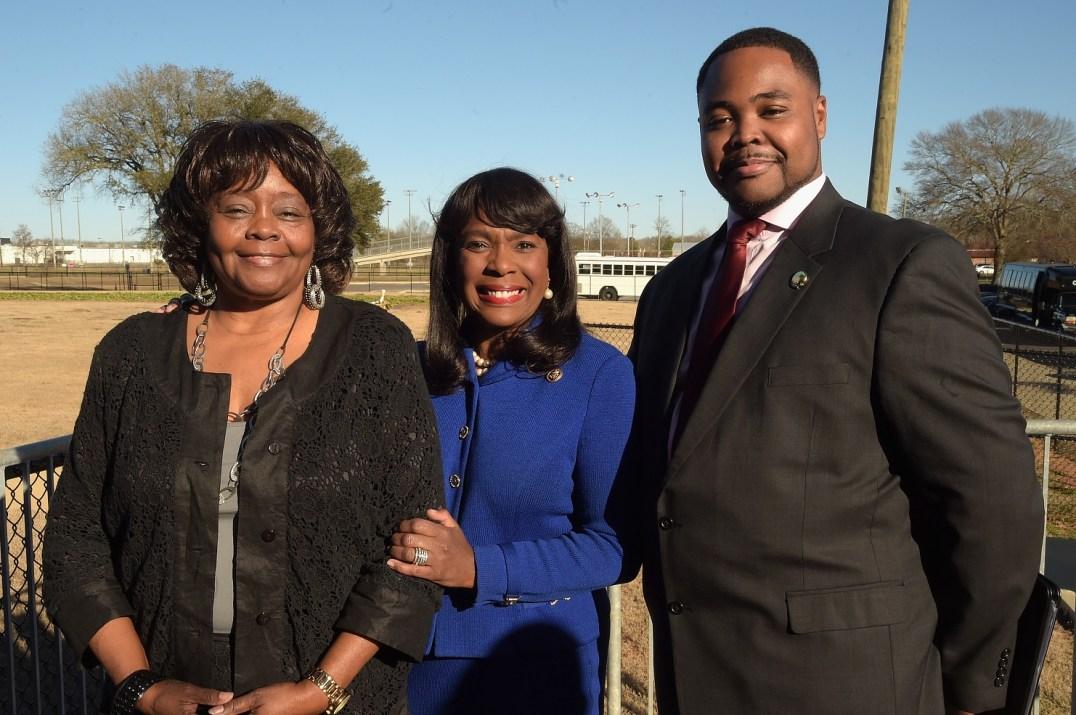 SELMA, AL - JANUARY 18: EDITORIAL USE ONLY- Selma High School Principal Aubrey Larkin Jr. (R) poses with his Mother (L) and Congresswoman Terri Sewell (C) at the Selma High School Q&A event on January 18, 2015 in Selma, Alabama. (Photo by Rick Diamond/Getty Images for Paramount Pictures)ess *** Local Caption *** Terri Sewell; Aubrey Larkin Jr.