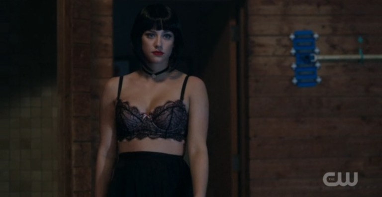 Betty goes dark(haired) for her revenge on Chuck. (CW/Screengrab)