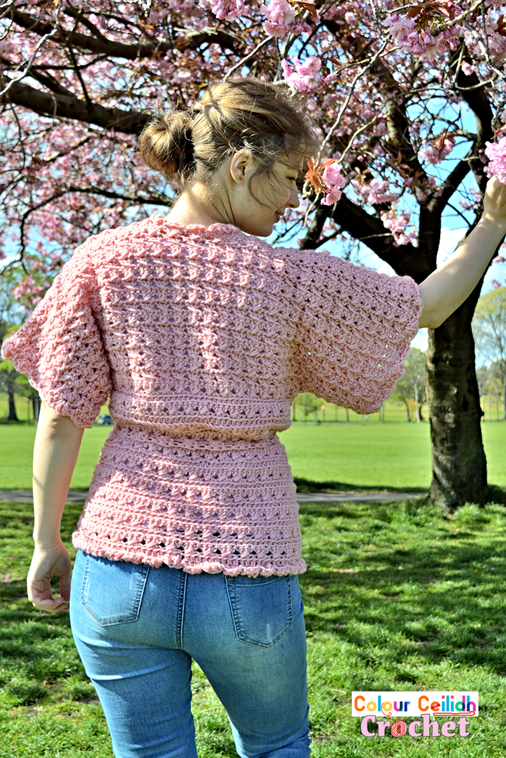 This free pattern is for a crochet lace kimono cardigan for women. There are two types of chunky lace in this pattern, but both of them are easy and fast to make as only two basic stitches are used, the double crochet and the half double crochet. This pattern also includes a YouTube video tutorial.