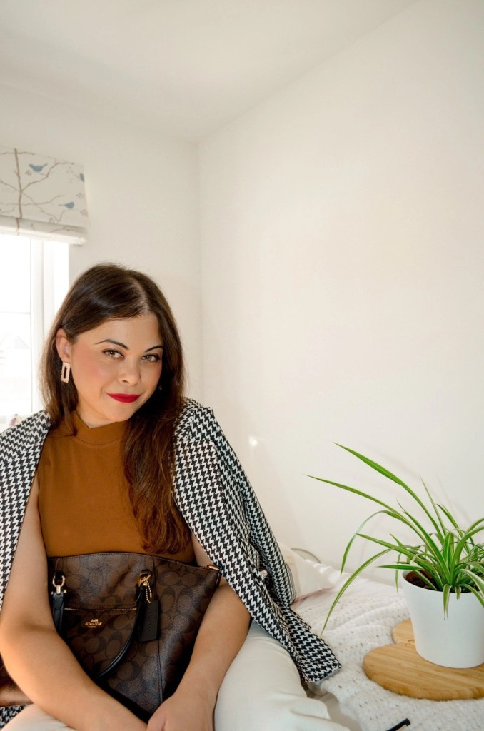 Spring style | French style make up , classy glam brown top and houndstooth blazer