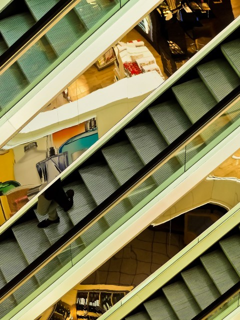Fiction by Luke de Castro: The Five Habits of Highly Effective Shoplifters