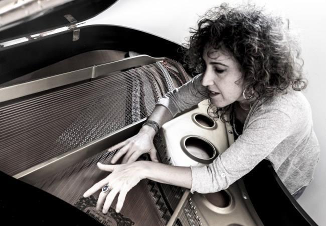 דמיון חופשי – תום יוגב ישבה לשיחה עם הפסנתרנית ענת פורט