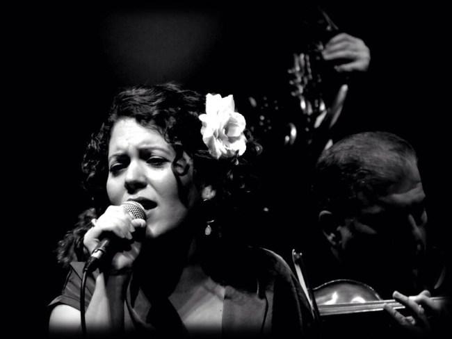 """ופשוטים הדברים: אלקנה כהן על """"לב הדברים"""", אלבום הבכורה של מיה פוליצר"""