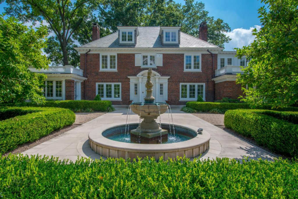 This Century Old Home In Historic Upper Arlington Has The