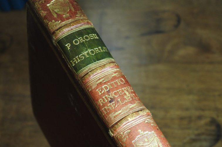 DSCN2822 A Book Fit for Royals