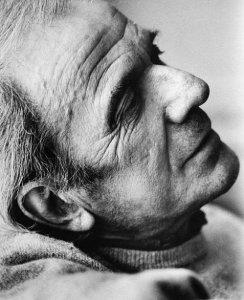 Gilles Deleuze (1925-1995), que trabalhou com o conceito de niilismo proposto por Nietzsche em sua obra.