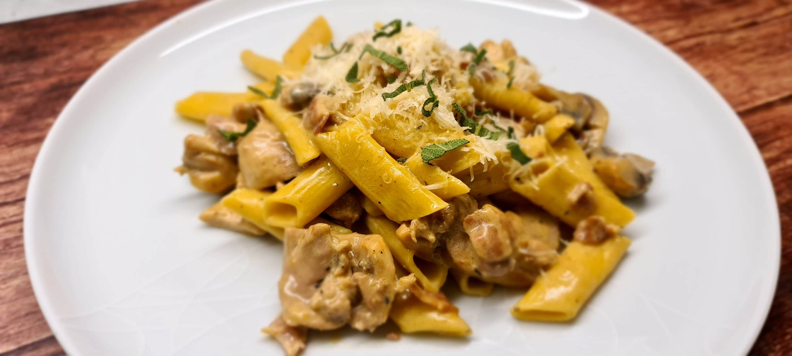 You are currently viewing Creamy Chicken, Bacon and Mushroom Pasta