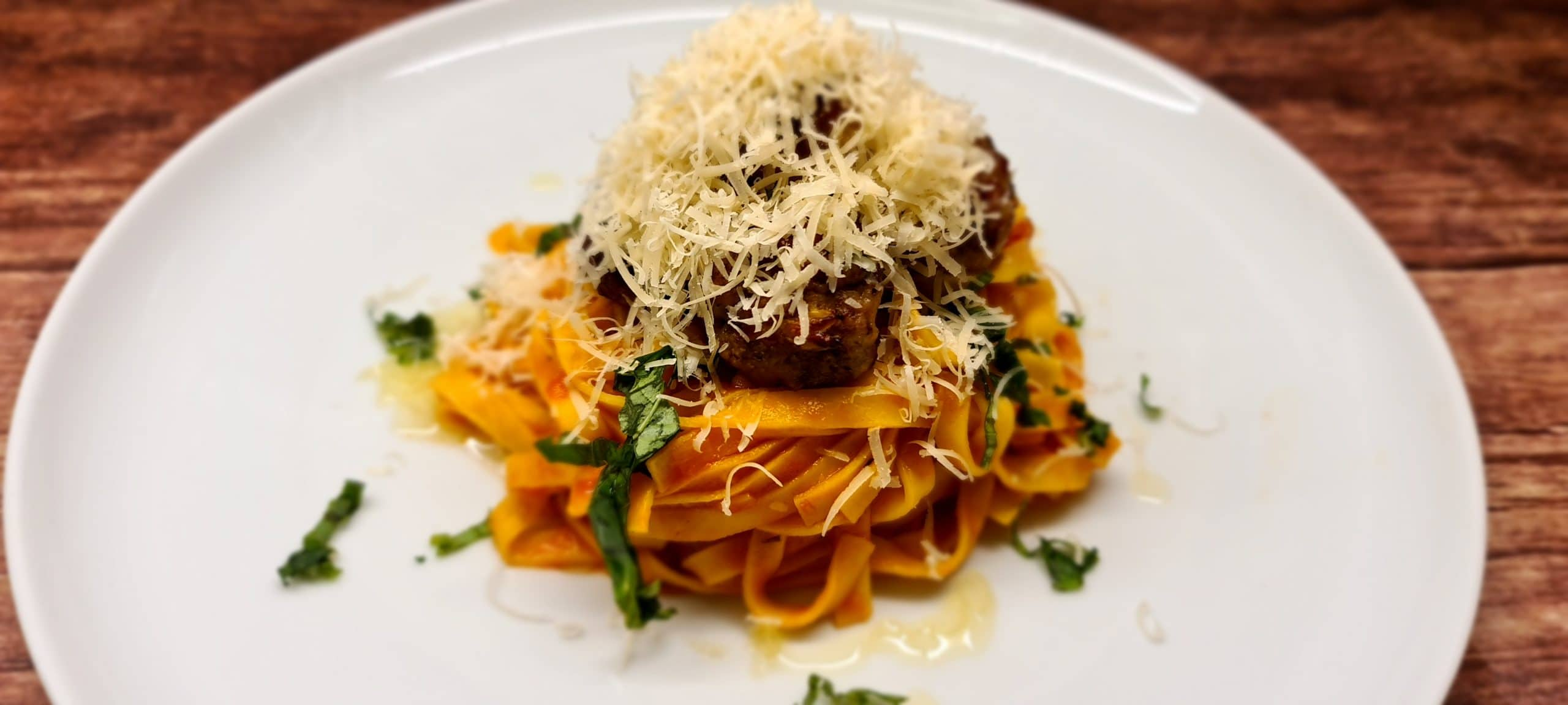 You are currently viewing Italian Meatballs with Tagliatelle and Tomato and Basil Sauce