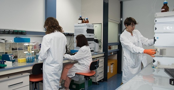 Le laboratoire de phytochimie de Lucas Meyer Cosmetics, que dirige Anne Mandeau à droite, est situé à Toulouse. ©LMC, 2020.