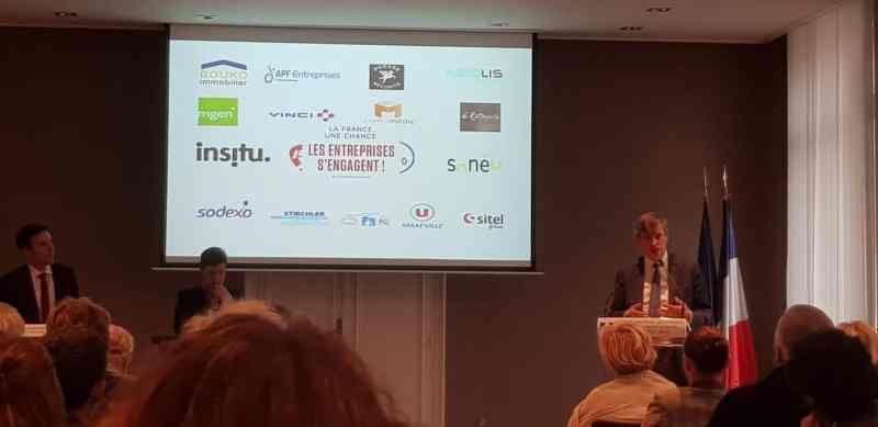 """M.le Préfet Eric FREYSSELINARD, a présenté le 15/10 le programme """"La France, une chance. Les entreprises s'engagent !"""""""