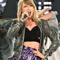 "Taylor Swift: o fenômeno! Looks da ""1989 World Tour""! (português/english)"