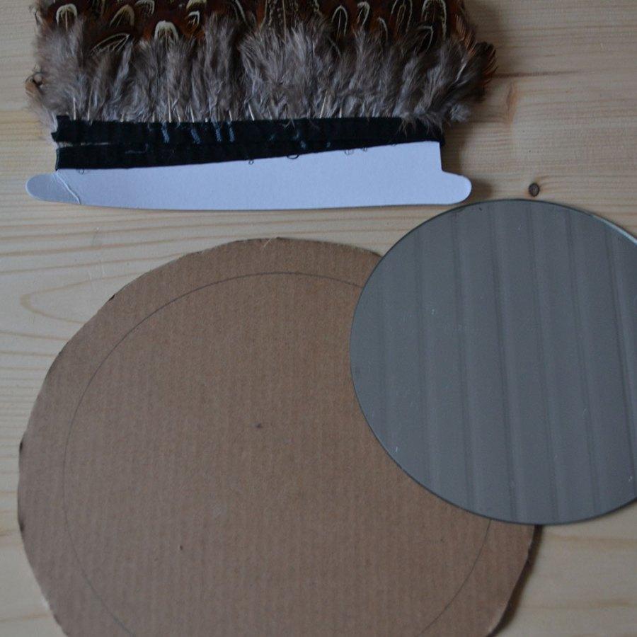 Réaliser un juju hat avec un galon plumes
