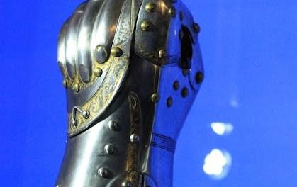 """Un gantelet d'armure """"fermé"""" en combat, est-ce historique?"""