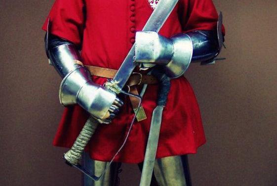 Un modèle de fauchon à deux mains XIVème qui fait peur.