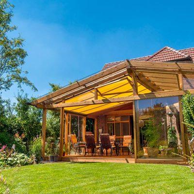 Veranda avec structure en bois