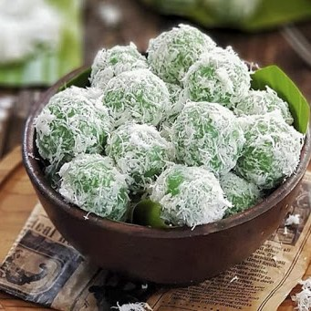 Traditional Indonesian food: Klepon