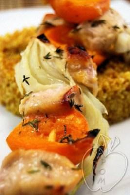 Brochetas de pollo marinado con hinojo y albaricoques (14)