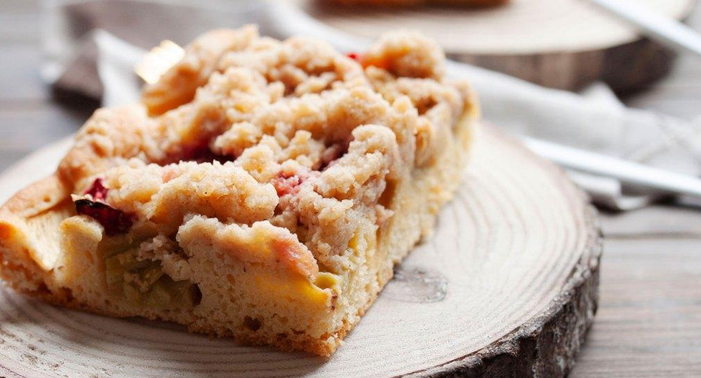 Erdbeer Rhabarber Kuchen mit Streuseln