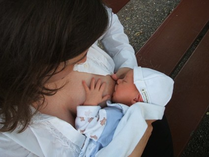 allattamento bimbo al seno