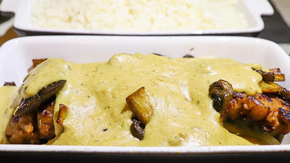 bifinhos de seitan com cogumelos e creme de leite de amendoa