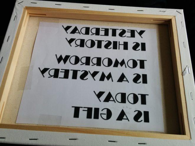 Skabelon sat på inderside af lærred, for at at brodere bogstaver på stof | broderi bogstaver | søstrene grene lærred