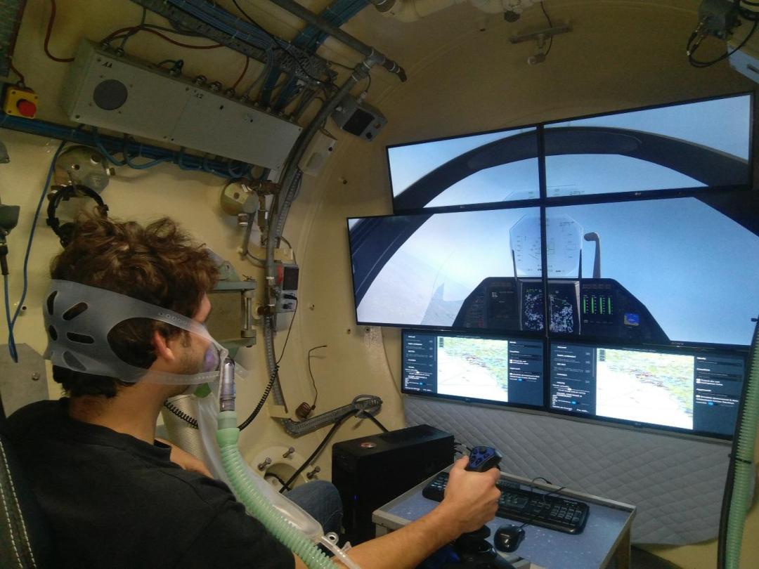 La Comex installe un simulateur de vols dans son caisson hypobare