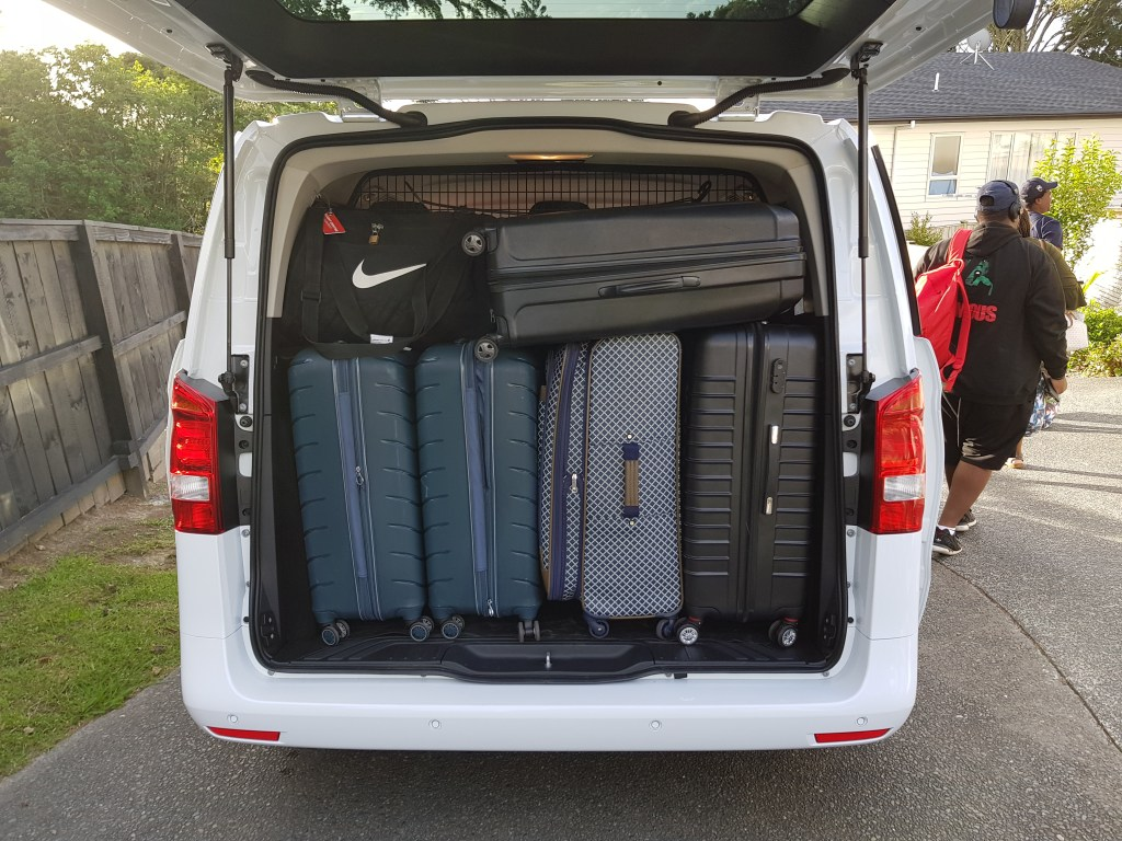 Mercedes Valente 2017 Luggages in the back