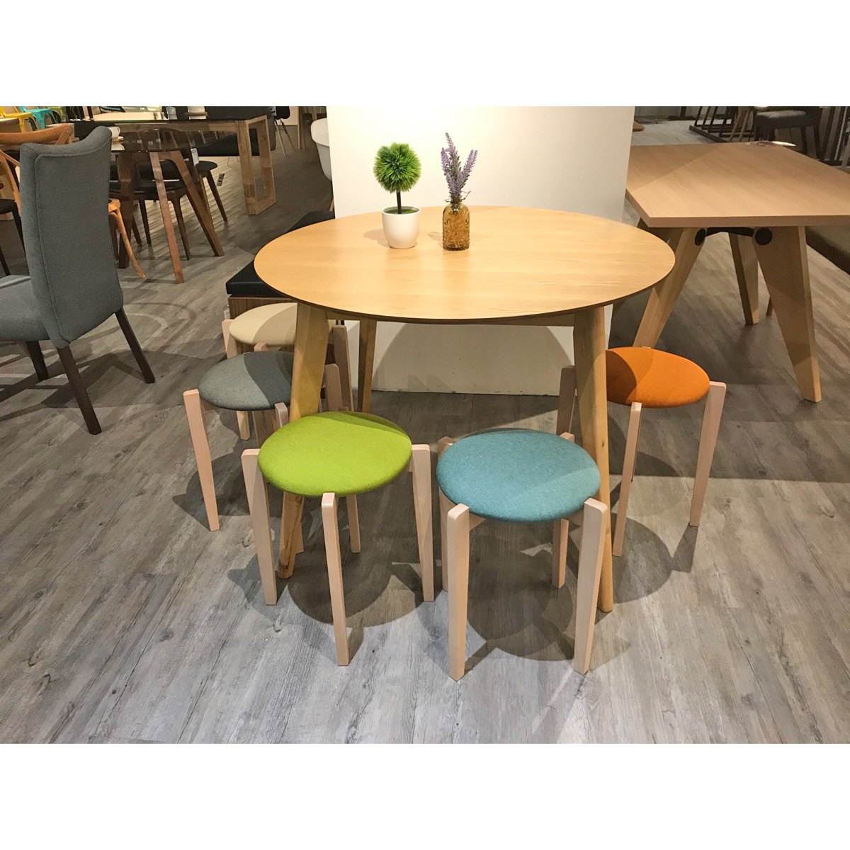 Hover Round Chairs Oakland Round Dining Table Dia1000 Comfort Design The Chair
