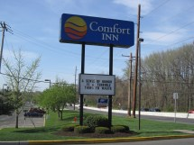Comfort Inn Hotel Sign