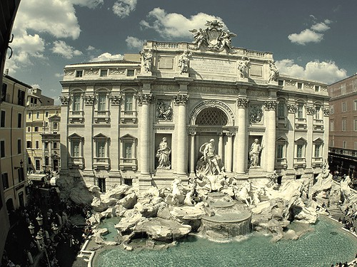 visit Trevi fountain in Italy with Comfort Tour Canada.