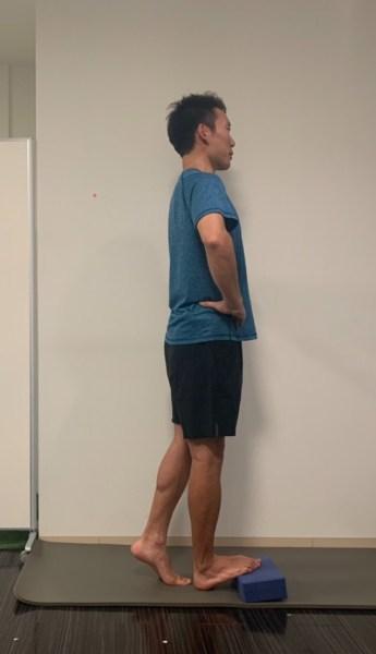膝伸ばしストレッチ 動作説明