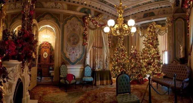 victorian christmas decor theme