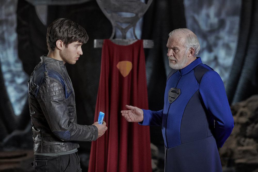 Cameron Cuffe as Seg-El, Ian McElhinney as Val-El