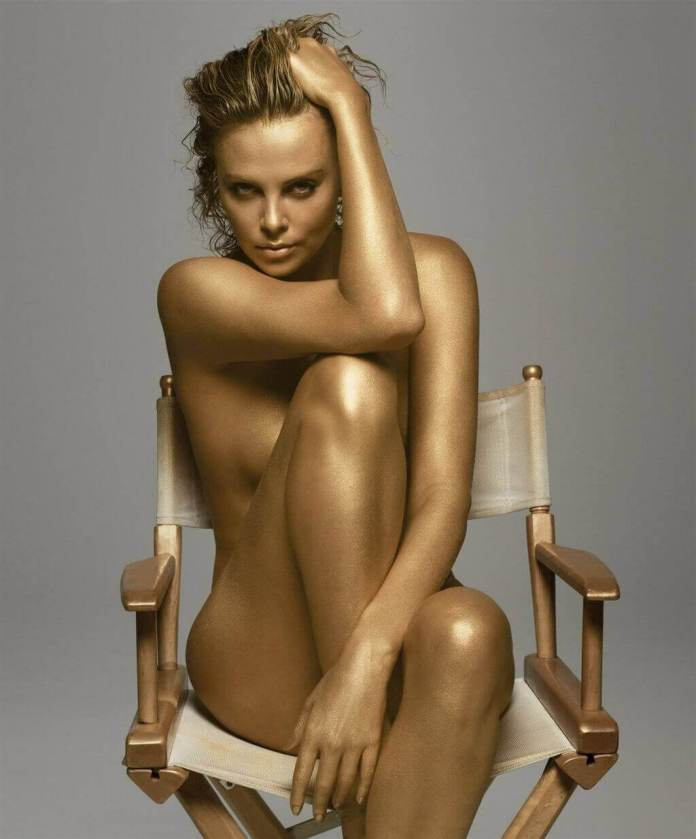 Charlize-Theron-sexy-topless