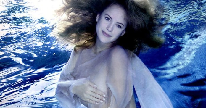 58 Kelly Preston Sexy Pictures Prove She Is A True Goddess