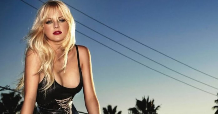 61 Anna Faris Sexy Pictures Will Make You Skip A Heartbeat