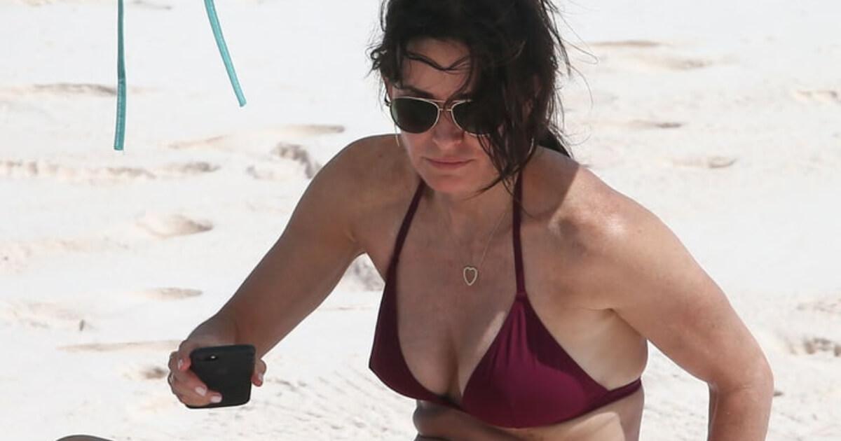 63 Courteney Cox Sexy Pictures Focus On Her Hypnotising Rear Cbg