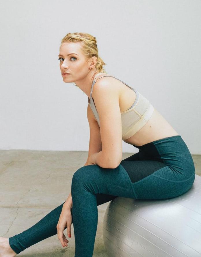 Beth Behrs sexy pics