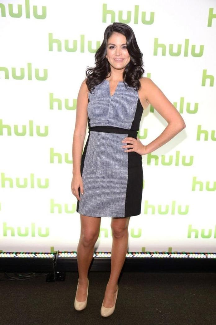 Cecily Strong sexy look