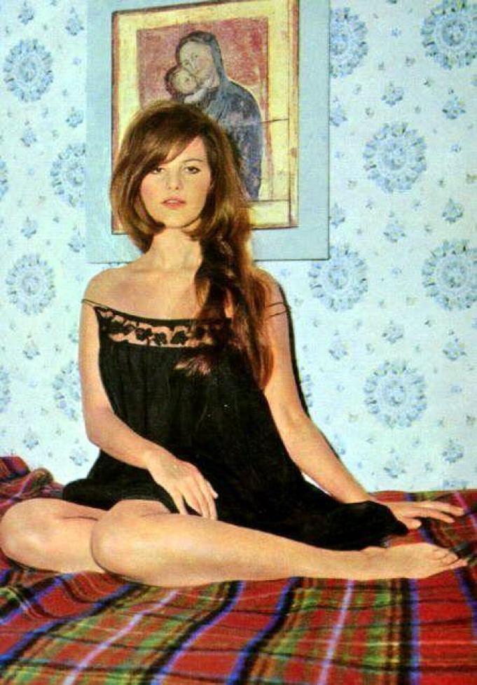 Claudia Cardinale hot look