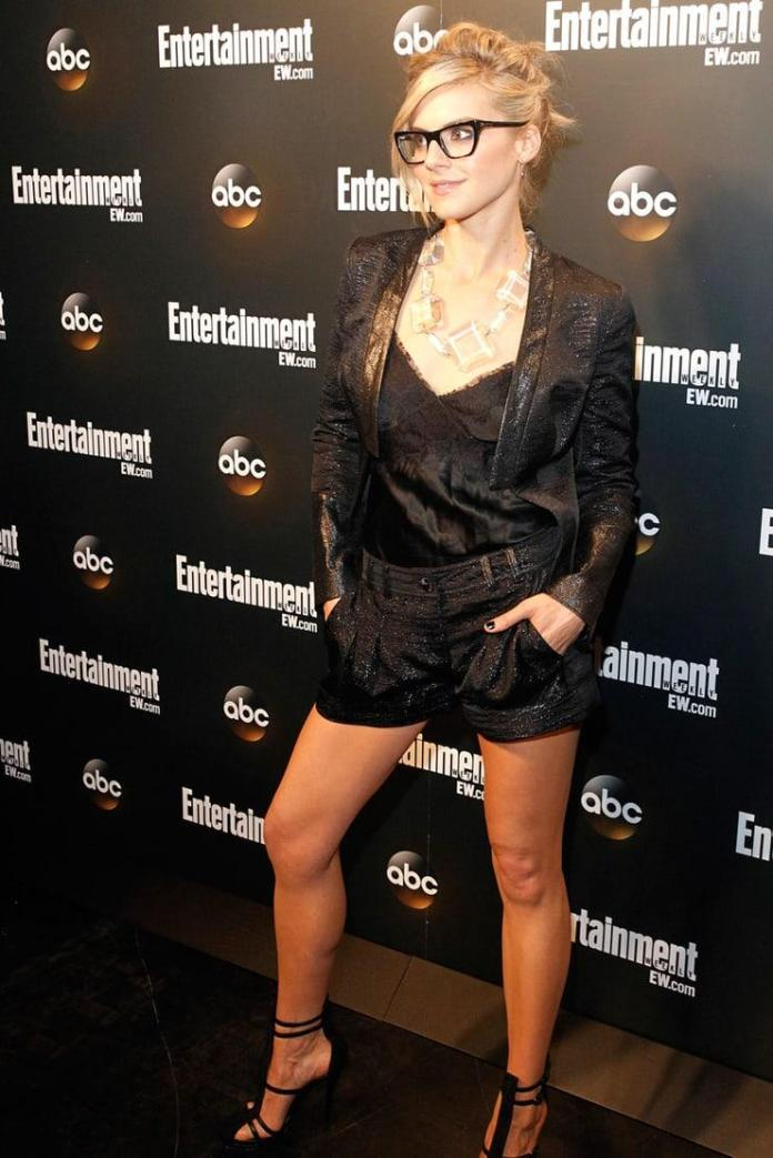 Eliza Coupe hot look