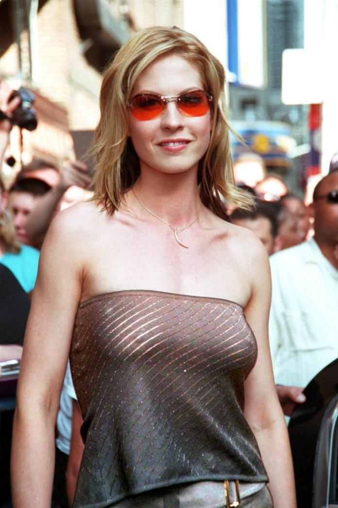 Jenna Elfman hot pic