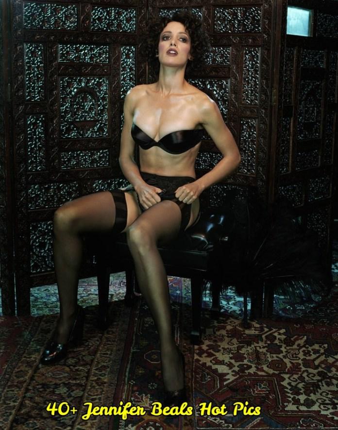 Jennifer Beals sexy leg pic