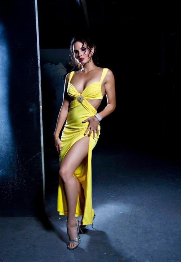 Katrina Law sexy look pic