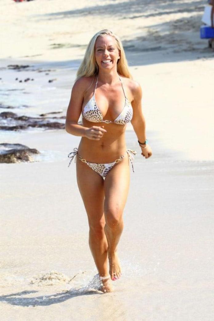 Kendra Wilkinson hot