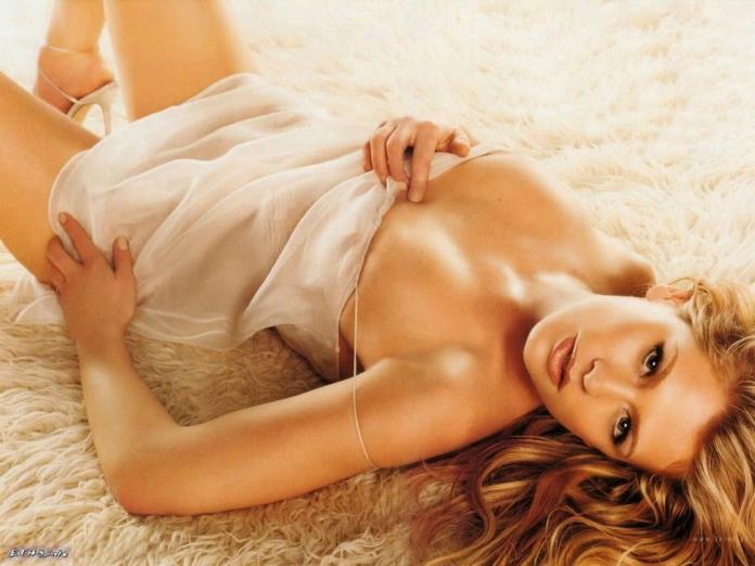 Kristy Swanson sexy pics