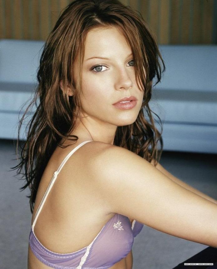 Lauren German hot pic