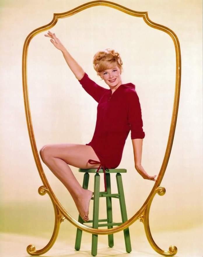 Linda Evans sexy legs pic