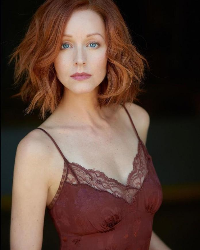 Lindy Booth sexy pics
