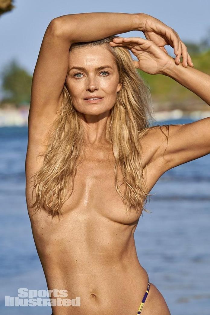 Paulina Porizkova sexy look
